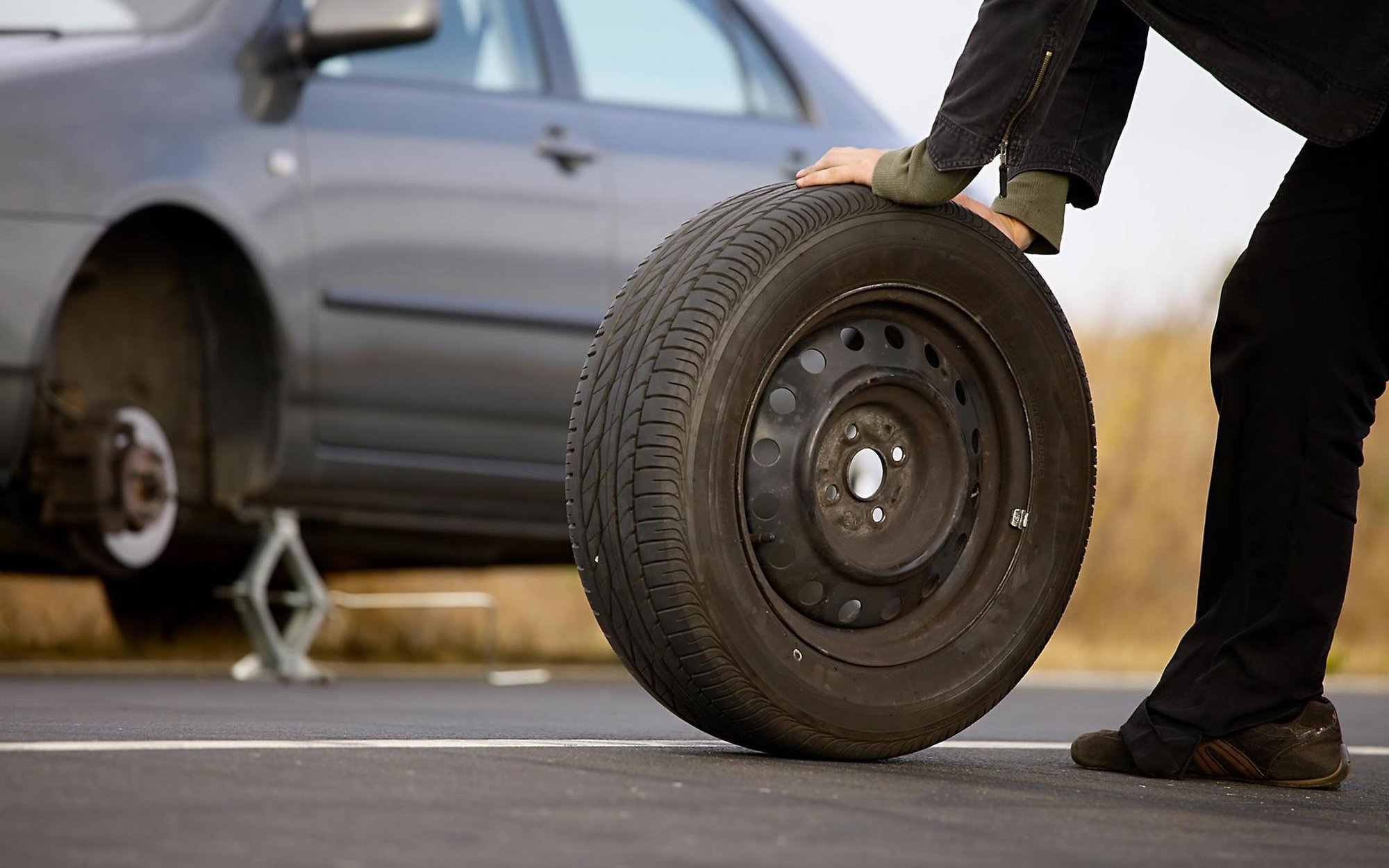 Emergency 24 Hour Mobile Tyre Repairs Covering Hertfordshire, Bedfordshire, Buckinghamshire, Essex and North London.